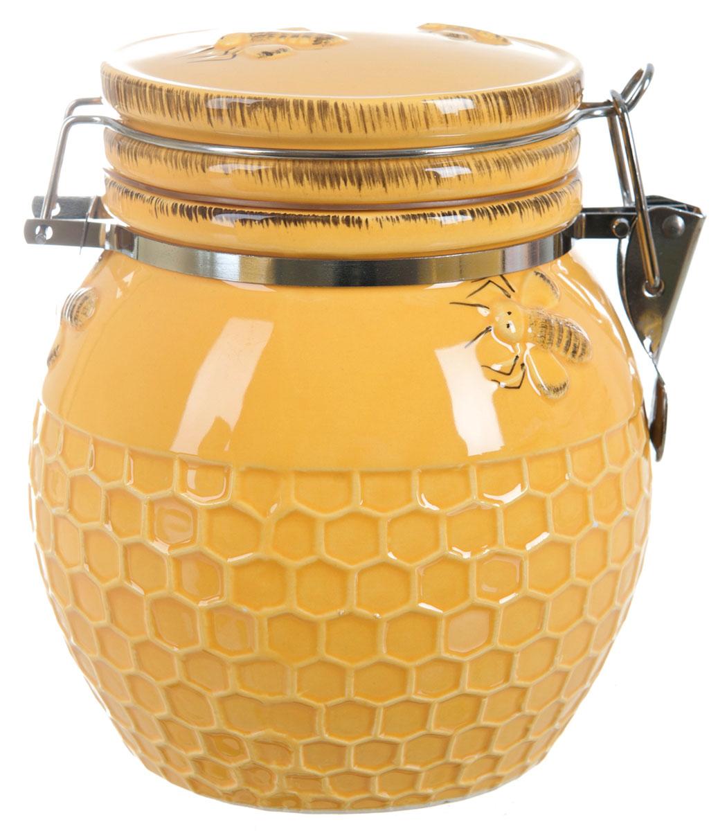 Банка для сыпучих продуктов ENS Group Пчелка, 800 мл2750010Банка для сыпучих продуктов изготовлена из высококачественной керамики. Изделие оформлено красочным изображением. Банка прекрасно подойдет для хранения различных сыпучих продуктов: чая, кофе, сахара, круп и многого другого. Изящная емкость не только поможет хранить разнообразные сыпучие продукты, но и стильно дополнит интерьер кухни.