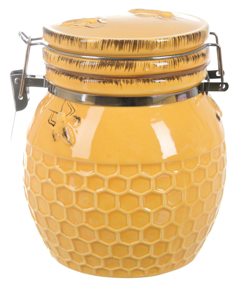 Банка для сыпучих продуктов ENS Group Пчелка, 370 мл2750011Банка для сыпучих продуктов изготовлена из высококачественной керамики. Изделие оформлено в виде бочонка с медом. Банка прекрасно подойдет для хранения различных сыпучих продуктов: чая, кофе, сахара, круп и многого другого. Изящная емкость не только поможет хранить разнообразные сыпучие продукты, но и стильно дополнит интерьер кухни.