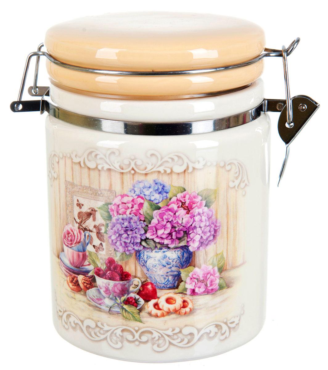 Банка для сыпучих продуктов Polystar Sweet Home, 850 млL2430864Банка для сыпучих продуктов изготовлена из прочной доломитовой керамики, покрытой слоем сверкающей гладкой глазури. Изделие оформлено красочным изображением. Банка прекрасно подойдет для хранения различных сыпучих продуктов: чая, кофе, сахара, круп и многого другого. Благодаря силиконовой прослойке и бугельному замку, крышка герметично закрывается, что позволяет дольше сохранять продукты свежими. Изящная емкость не только поможет хранить разнообразные сыпучие продукты, но и стильно дополнит интерьер кухни.