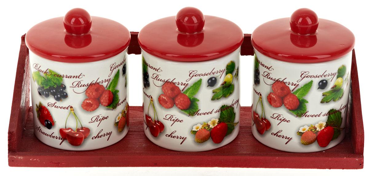 Набор банок для сыпучих продуктов Polystar Садовая ягода, 4 предмета. L2520283L2520283Набор состоит из трех банок для сыпучих продуктов и деревянной подставки. Изделия выполнены из прочной доломитовой керамики высокого качества. Гладкая и ровная глазурованная поверхность обеспечивает легкую очистку. Изделия декорированы красочным рисунком. Такие банки прекрасно подойдут для хранения различных сыпучих продуктов: специй, чая, кофе, сахара, круп и многого другого. Крышка плотно прилегает к стенкам емкости. Можно использовать в микроволновой печи, в холодильнике и посудомоечной машине.
