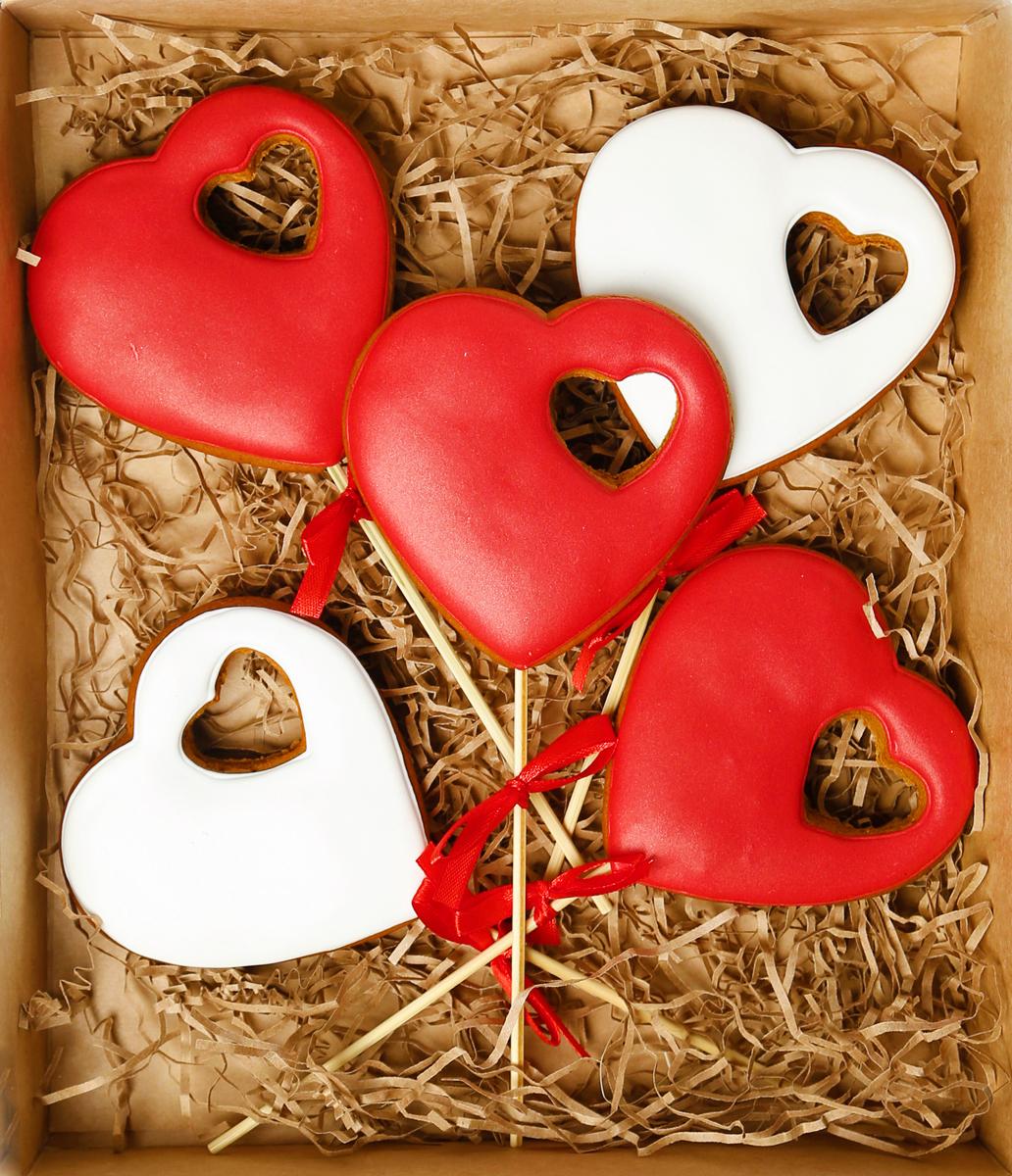 Жуковский пряник Подарочный набор Сердце в сердце, 5 шт00-00002405Медово-имбирный пряник с росписью из айсинга, фотопечатью на сахарной бумаге. Отличный подарок для любимых. Без ГМО.