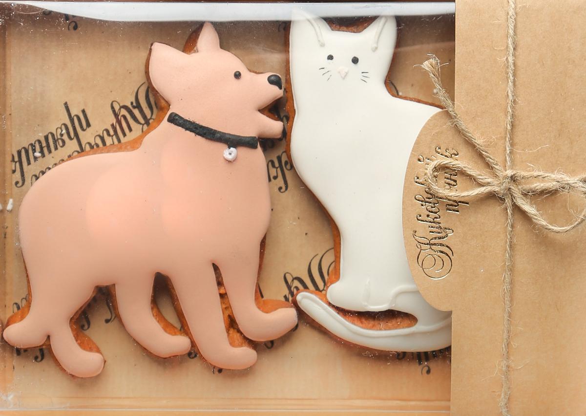 Жуковский пряник Подарочный набор Собака и кот00-00002505Медово-имбирный пряник с росписью из айсинга, фотопечатью на сахарной бумаге. Отличный подарок для любимых. Без ГМО.