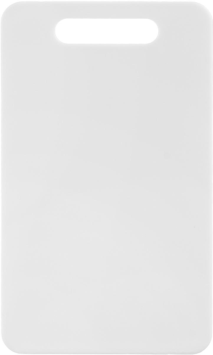 Доска разделочная Zeller, цвет: белый, 24 х 14 х 0,4 см26130_белыйДоска разделочная Zeller выполнена из прочного пищевого пластика. Идеально подходит для нарезки любых продуктов. Доска не впитывает запах продуктов, имеет антибактериальную поверхность, отличается долгим сроком службы. Ножи не затупляются при использовании. Для удобного размещения доска снабжена ручкой. Можно использовать обе стороны доски. Такая доска понравится любой хозяйке и будет отличным помощником на кухне. Можно мыть в посудомоечной машине.