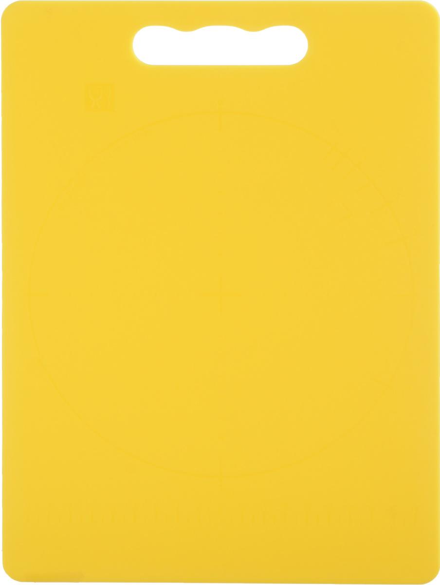 Доска разделочная Zeller, цвет: желтый, 28 х 20 х 0,3 см26131_желтыйДоска разделочная Zeller выполнена из прочного пищевого пластика. Идеально подходит для нарезки любых продуктов. Доска не впитывает запах продуктов, имеет антибактериальную поверхность, отличается долгим сроком службы. Ножи не затупляются при использовании. Доска снабжена удобной ручкой. Можно использовать обе стороны доски. Такая доска понравится любой хозяйке и будет отличным помощником на кухне. Можно мыть в посудомоечной машине.