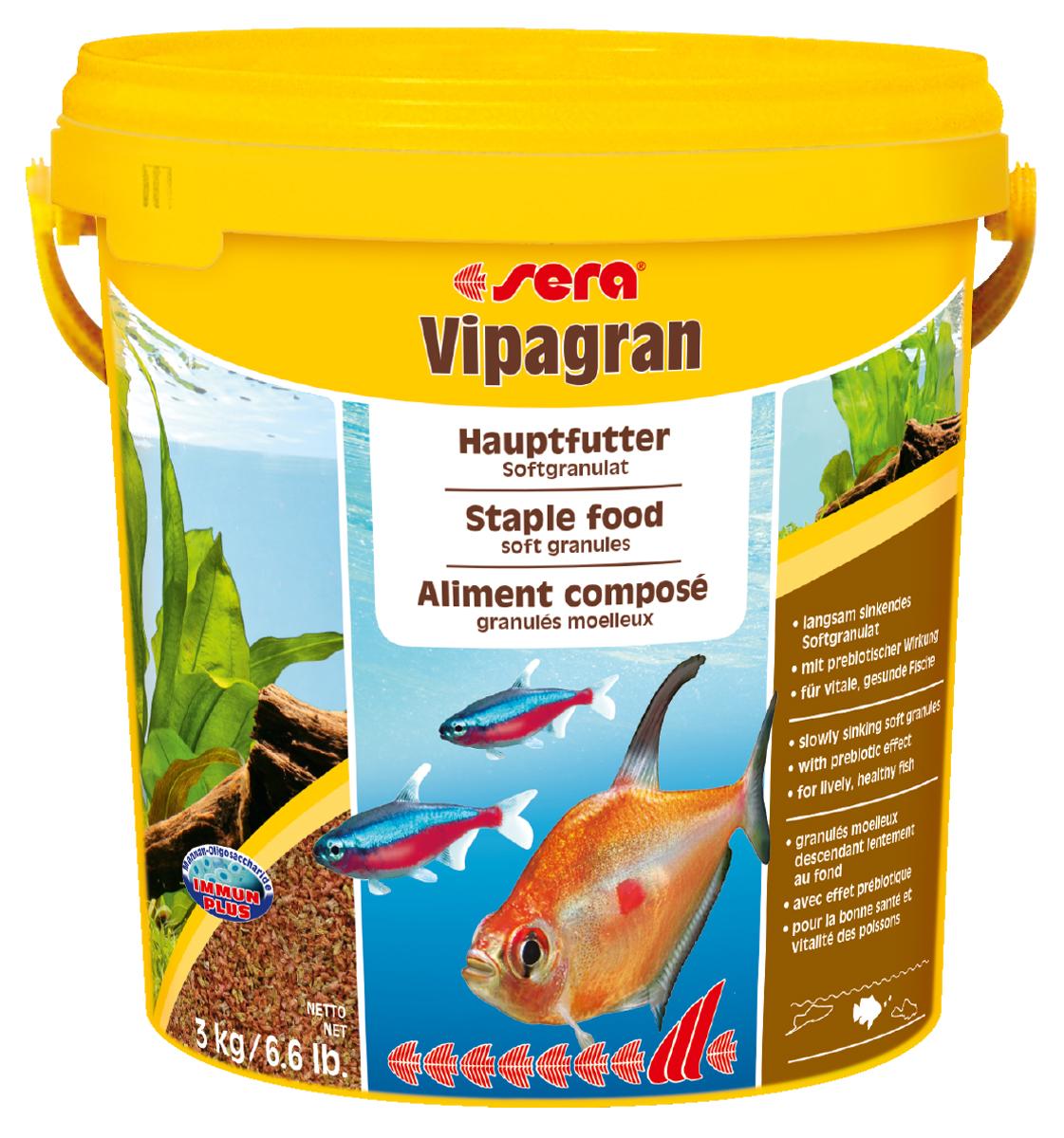 Корм для рыб Sera Vipagran, 10 л (3 кг)0204Корм для рыб Sera Vipagran - основной корм для всех видов рыб, главным образом кормящихся в средних слоях воды. Корм выполнен в виде медленно тонущих мягких гранул. Корм медленно опускается на дно, что позволяет полакомиться всем рыбам и предотвращает излишнее засорение грунта. Благодаря особому процессу обработки гранулы становятся мягкими сразу после попадания в воду и не разбухают в желудке рыб. Благодаря мягкой эластичной структуре частиц этот вкусный сбалансированный корм также подходит для рыб с очень маленьким ртом и узкой глоткой. Они могут откусывать от гранул небольшие кусочки. Тщательно подобранные ингредиенты корма с пребиотическим действием способствуют здоровью и жизнестойкости рыб. Гранулы великолепно усваиваются организмом рыб. Формула Vital-Immun-Protect гарантирует вашим рыбам прекрасное здоровье, укрепление иммунитета и обилие жизненных сил. Ингредиенты: кукурузный крахмал, пшеничная клейковина, рыбная мука, цельный...