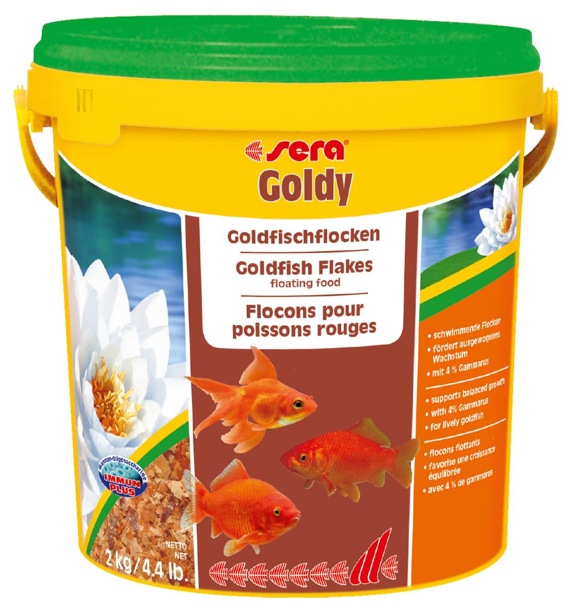 Корм для рыб Sera Goldy, 10 л (2 кг)0890Корм для рыб Sera Goldy - основной корм в хлопьях для каждодневного кормления всех золотых рыбок в аквариумах и садовых прудах. Золотым рыбкам требуется меньше белков и больше легко перевариваемых углеводов, чем тропическим рыбкам. Корм sera goldy содержит спирулину и муку из пророщенной пшеницы, благодаря чему идеально подходит для кормления холодноводных рыб в аквариумах и прудах. Кормление рыб осенью укрепляет рыб перед спячкой (при зимовке в водоеме). Благодаря тщательно подобранным ингредиентам растительного и животного происхождения, корм является привлекательным для рыб, легко усваивается, способствует их сбалансированному росту и активности. Инструкция по применению: Кормить круглогодично один-два раза в день, но только в том количестве, которое рыбы могут съесть в течение короткого периода времени. Молодые рыбки нуждаются в более частом кормлении (при необходимости можно измельчить хлопья для более полноценного кормления). Ингредиенты: рыбная...