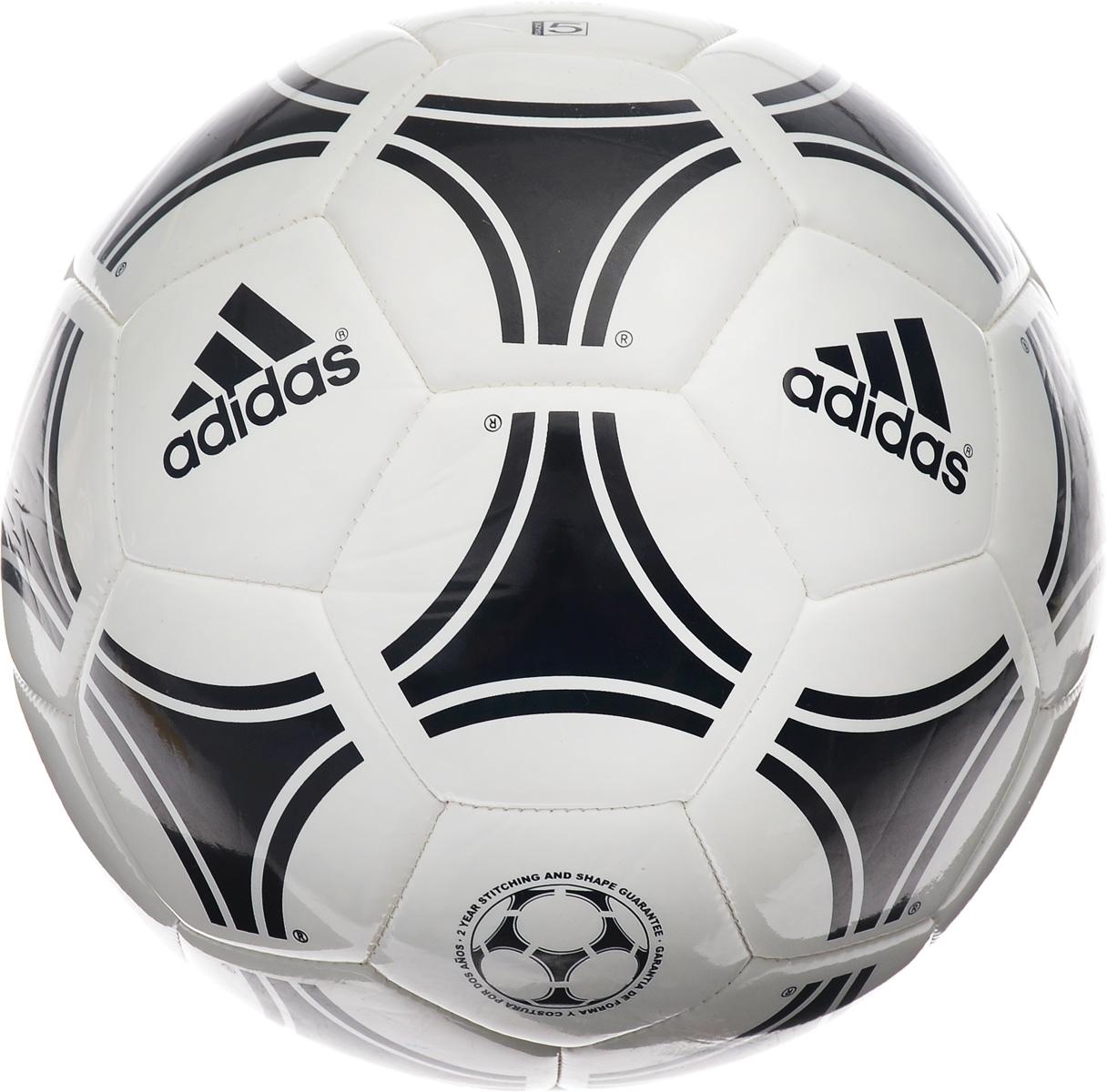 Мяч футбольный Adidas Tango Glider, цвет: белый, черный. Размер 5S12241Футбольный мяч Adidas Tango Glider выполнен из высококачественного полиуретана и рассчитан на интенсивные нагрузки и сильные удары. Внутренняя камера изготовлена из прочного каучука. Панели соединены между собой при помощи машинной сшивки.