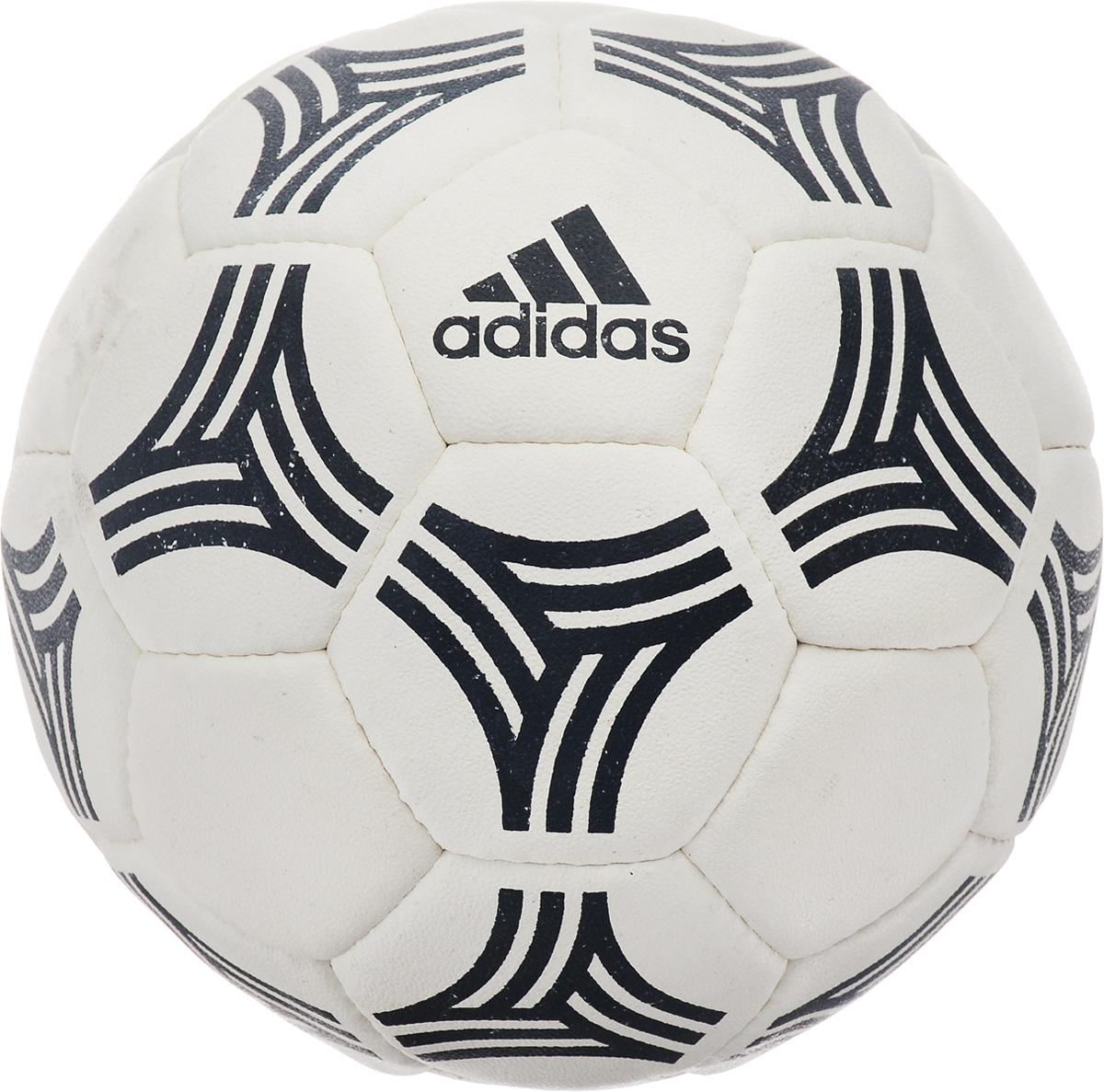 Мяч футбольный Adidas Tango Allaround, цвет: белый, черный. Размер 5AZ5191Футбольный мяч Adidas Tango Allaround выполнен из высококачественного каучука. Машинная строчка обеспечивает мягкий контакт и максимальную прочность. Нейлоновая нить обеспечивает дополнительную прочность. Камера выполнена из латекса.