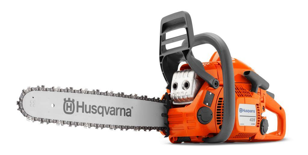 Бензопила Husqvarna 4359671554-45Бензопила Husqvarna 435 - инструмент из нового модельного ряда. Пила для универсального применения: валки небольших деревьев, строительства, обрезки веток и пр. Основной отличительной чертой бензопилы является новейшая технология X-TORQ. Её использование позволяет снизить расход топлива на 20% и увеличить крутящий момент, даже на малых оборотах. Пила легко запускается, просто обслуживается. Предусмотрена система защиты от вибрации.