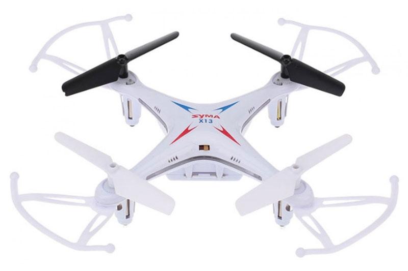 Syma Квадрокоптер на радиоуправлении X13 цвет белыйX13 whiteSyma X13– компактный и легкий мини-квадрокоптер, недорогая универсальная модель. Этот квадрокоптер может быть использован и в закрытом помещении, и на открытом воздухе в тихую погоду. Благодаря своему компактному размеру и небольшому весу этот мини-квадрокоптер можно брать в поездки и путешествия. Модель сделана из ударопрочного пластика. Квадрокоптер имеет стильный современный внешний вид, оснащен яркими светодиодами, а для полетов в помещении предусмотрены тонкие дуги для защиты лопастей. Управление осуществляется с прилагаемого пульта ДУ, оно просто и интуитивно понятно, так что такой мини-квадрокоптер подойдет для начинающих, в том числе для подростков. Дополнительное удобство модели X13 – это высокая устойчивость в полете за счет встроенного шестиосевого гироскопа. Пульт дистанционного управления – четырехканальный, работает на стандартной частоте 2,4 ГГц, имеет надежную защиту от помех. Время полета мини-квадрокоптера – 6 - 8 минут. Зарядка встроенного литий-полимерного...