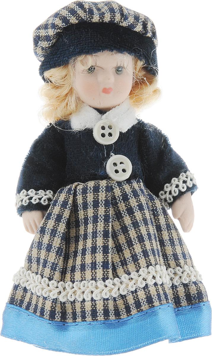Фигурка декоративная Lovemark Кукла. Блондинка, цвет: синий, высота 10 см24719_синий клеткаДекоративная фигурка Lovemark Кукла. Блондинка изготовлена из керамики в виде куклы с кудрявыми светло-русыми волосами, большими глазами и ресницами. Куколка одета в длинное платье, декорированное тесьмой, и берет. Вы можете поставить фигурку в любое место, где она будет красиво смотреться и радовать глаз. Кроме того, она станет отличным сувениром для друзей и близких. А прикрепив к ней петельку, такую куколку можно подвесить на елку. Размер: 10 х 3,5 см.