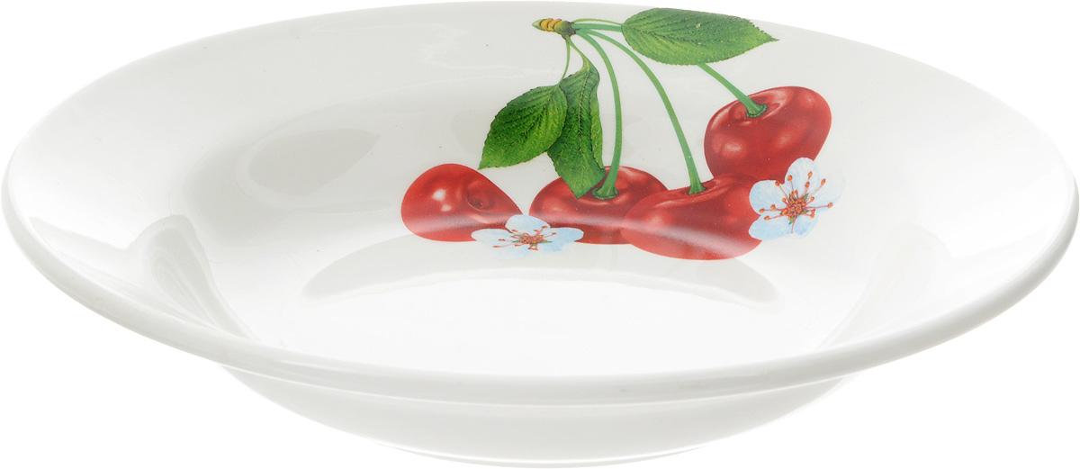 Тарелка глубокая Кубаньфарфор Вишенка, диаметр 20 см055_ВишенкаГлубокая тарелка Кубаньфарфор Вишенка изготовлена из высококачественного фаянса. Она украшена ярким рисунком. Такая тарелка сочетает в себе изысканный дизайн с максимальной функциональностью. Тарелка прекрасно впишется в интерьер вашей кухни и станет достойным подарком к любому празднику. Диаметр тарелки (по верхнему краю): 20 см. Высота тарелки: 4 см.