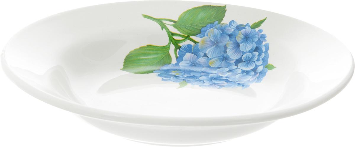 Тарелка глубокая Кубаньфарфор Гортензии, диаметр 20 см055_ГортензииГлубокая тарелка Кубаньфарфор Гортензии изготовлена из высококачественного фаянса. Она украшена ярким рисунком. Такая тарелка сочетает в себе изысканный дизайн с максимальной функциональностью. Тарелка прекрасно впишется в интерьер вашей кухни и станет достойным подарком к любому празднику. Диаметр тарелки (по верхнему краю): 20 см. Высота тарелки: 4 см.