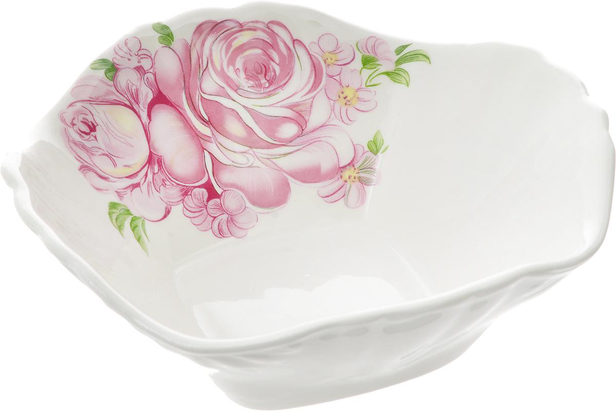 Салатник Кубаньфарфор Розовые розы, 16 х 16 см047_Розовые розыСалатник Кубаньфарфор Розовые розы изготовлен из высококачественного фаянса. Он украшен изысканным рисунком. Такой салатник сочетает в себе изысканный дизайн с максимальной функциональностью. Он идеально подходит для сервировки стола и подачи закусок, солений, салатов и других блюд. Такой салатник прекрасно впишется в интерьер вашей кухни и станет достойным подарком к любому празднику. Размер салатника (по верхнему краю): 16 х 16 см. Размер основания салатника: 7 х 7 см. Высота салатника: 5,5 см.