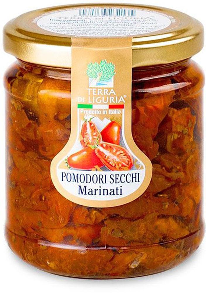 Terra di Liguria помидоры сушеные маринованные, 180 гANPOMTDLСушеные маринованные помидоры Terra di Liguria - это частичка солнечной Италии и особая нотка в ваших блюдах. Продукт изготавливается в течение длительного времени из отборных, некрупных и спелых томатов. После сушки под прямыми солнечными лучами, томаты ароматизируют с помощью душистых трав и помещают в оливковое масло. Вяленые томаты идеально сочетаются с любыми овощными салатами, итальянской пастой, разными видами пиццы, но особенно с рыбой и мясными блюдами.