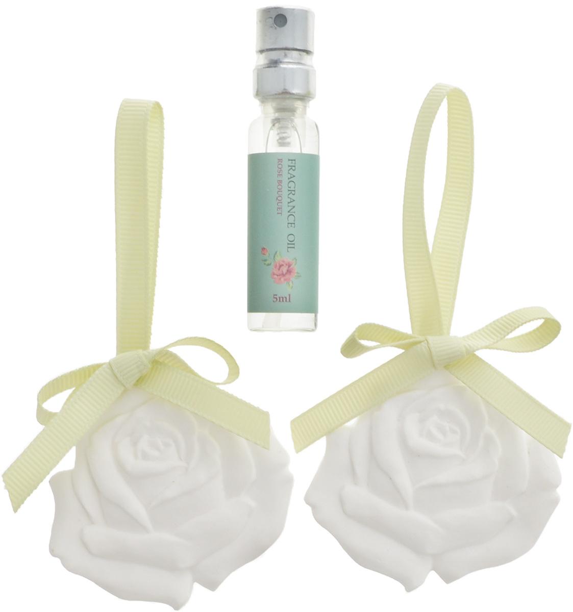 Набор ароматический Magic Home Роза, 3 предмета43854Набор Magic Home Роза состоит из двух подвесных ароматических украшений, выполненных из гипса и оснащенных текстильной петелькой для подвешивания, и синтетического аромамасла без содержания спирта с запахом розы. Аромат предметов набора разносится медленно, сохраняется долгое время. Ароматизаторы замечательно устраняют неприятные запахи и придают дому свежесть. Кроме того, такой набор станет замечательным подарком для родных и близких. Размер украшений: 5,5 х 5 х 0,8 см. Объем аромамасла: 5 мл.