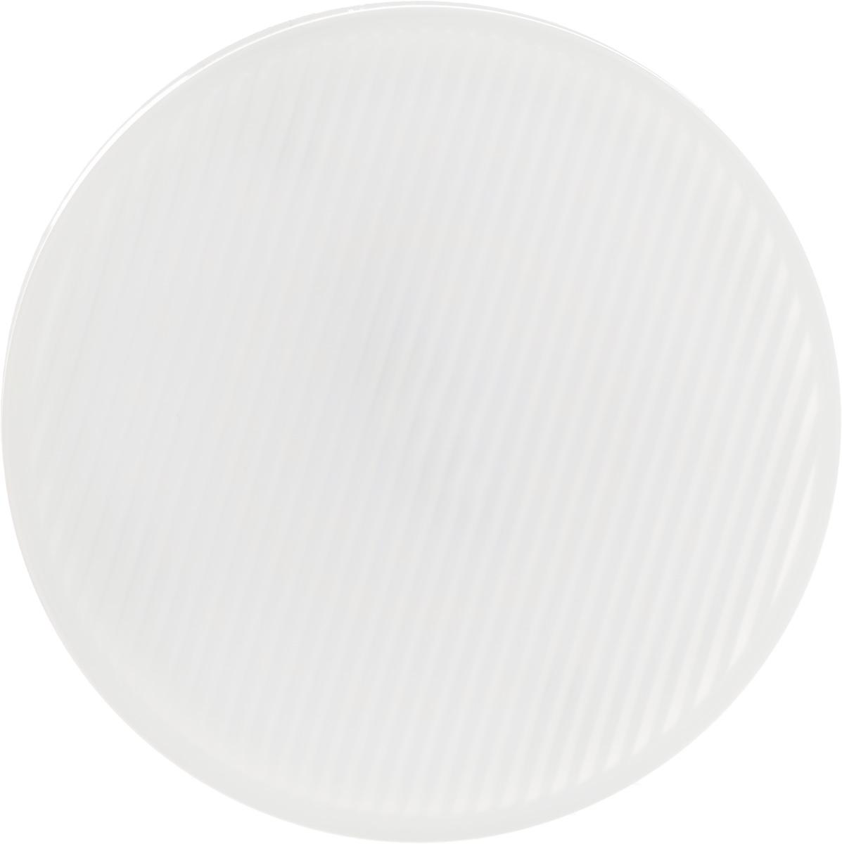 Лампа светодиодная Philips Essential LED, цоколь GX53, 5,5W, 2700KЛампа Essential LED 6-50Вт 2700К GX53Современные светодиодные лампы Essential LED экономичны, имеют долгий срок службы и мгновенно загораются, заполняя комнату светом. Лампа классической формы и высокой яркости позволяет создать уютную и приятную обстановку в любой комнате вашего дома. Светодиодные лампы потребляют на 86 % меньше электроэнергии, чем обычные лампы накаливания, излучая при этом привычный и приятный теплый свет. Срок службы светодиодной лампы Essential LED составляет до 15 000 часов, что соответствует общему сроку службы пятнадцати ламп накаливания. Благодаря чему менять лампы приходится значительно реже, что сокращает количество отходов. Напряжение: 220-240 В. Световой поток: 500 lm. Эквивалент мощности в ваттах: 40 Вт.