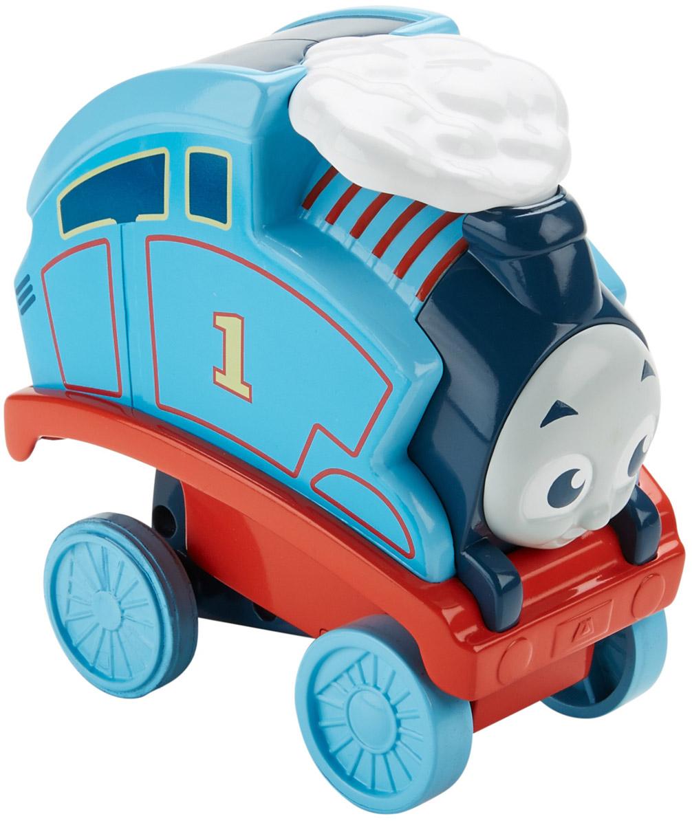 Thomas & Friends Переворачивающийся паровозик ТомасDTP10Прыгун Томас от Fisher Price готов удивить детей невероятными трюками! Нажмите на крышу Томаса, и он понесется вперед и сделает сальто! После кувырка он приземлится на все свои колеса! И вот он снова готов к прыжку! Пока дети разбираются, как их паровозик делает сальто, они развивают любознательность и понимание причины и следствия. Нажимая на крышу Томаса, катая игрушку и бегая за ней после прыжка, дети развивают моторику. Полный вперед к новым трюкам и приключениям с синим паровозиком № 1!