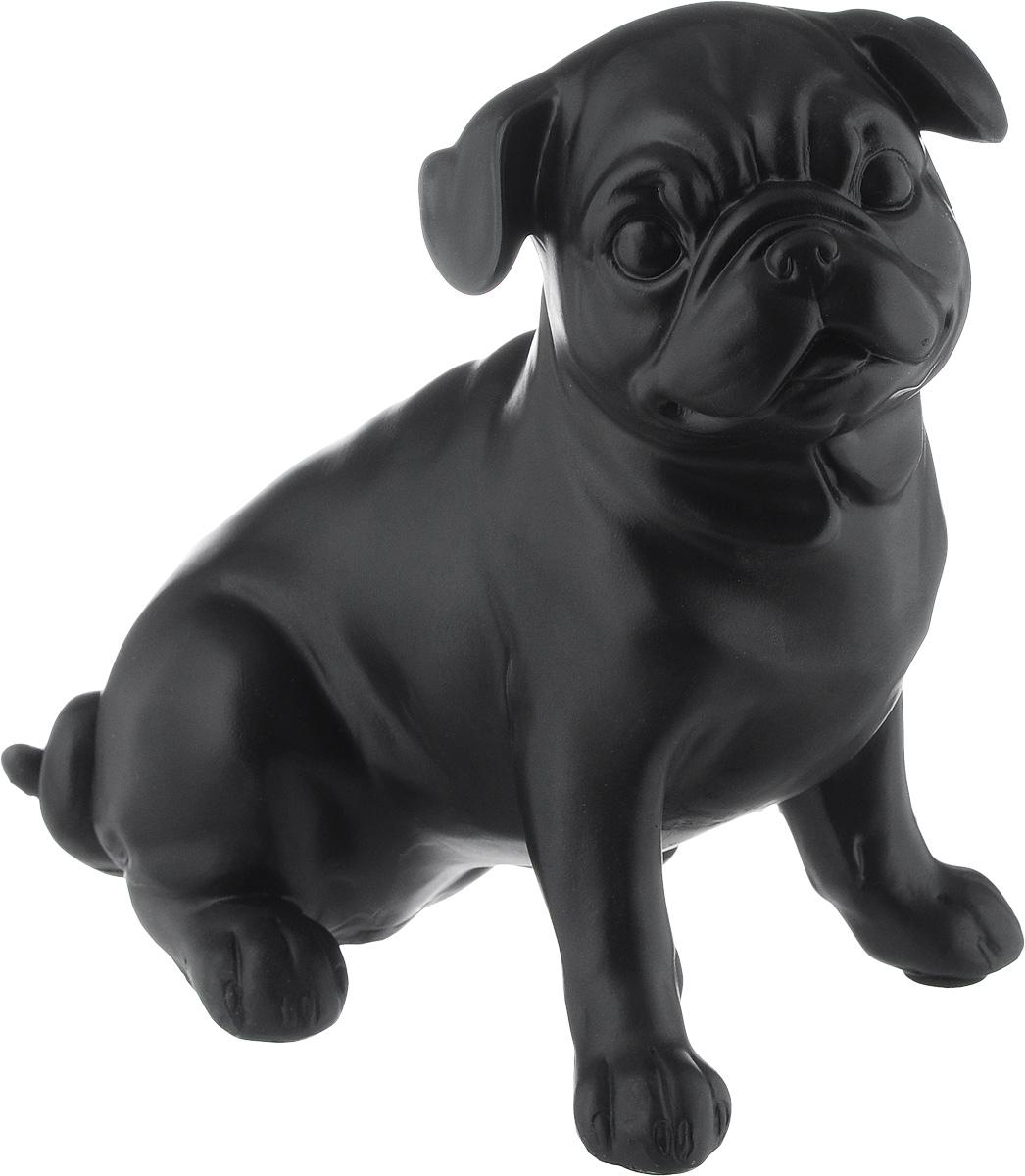 Фигурка декоративная Magic Home Мопс, 19,3 х 12 х 18,5 см44421Декоративная фигурка Magic Home Мопс изготовлена из полирезина. Изделие выполнено в виде собаки. Вы можете поставить фигурку в любом месте, где она будет удачно смотреться и радовать глаз. Сувенир отлично подойдет в качестве подарка близким или друзьям.