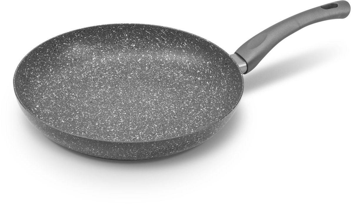 Сковорода MOULINvilla Кухня, с антипригарным покрытием. Диаметр 28 см. GS-28-IGS-28-IСковорода MOULINvilla Кухня выполнена из литого алюминия и снабжена 2-х слойным антипригарным покрытием, нанесенным методом напыления. Благодаря современному методу ковки сковорода приобретает свойства литой и менее подвержена деформации, чем штампованная. Приготавливаемая в ней пища доходит до готовности очень быстро. Эргономичная ручка, выполненная из пластика, не нагревается и не скользит. Сковорода легко чистится за счет того, что еда не пристает к покрытию сковороды. Подходит для всех типов плит, включая индукционные. Можно мыть в посудомоечной машине.