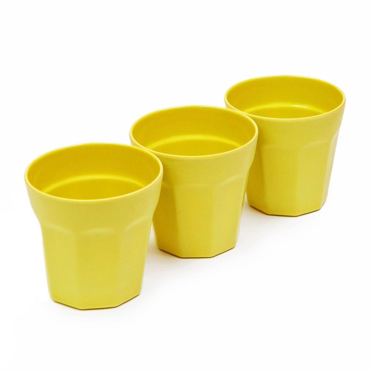 Набор стаканов MOULINvilla, цвет: зеленый, 3 штTSF-17-GНабор MoulinVilla состоит из трех стаканов. Предметы набора изготовлены из природного бамбука, очищенного от вредных примесей. Для окраски используются натуральные пищевые красители. Бамбук, сам по себе, является природным антисептиком. Эта уникальная особенность посуды гарантирует безопасность при эксплуатации и хранении различных видов пищевой продукции. Можно мыть в посудомоечной машине и в СВЧ-печах. Можно использовать для горячих и холодных продуктов (диапазон температур: от -20°С до 120°С). Диаметр стакана по верхнему краю: 8,7 см. Высота стенки стакана: 8,9 см.