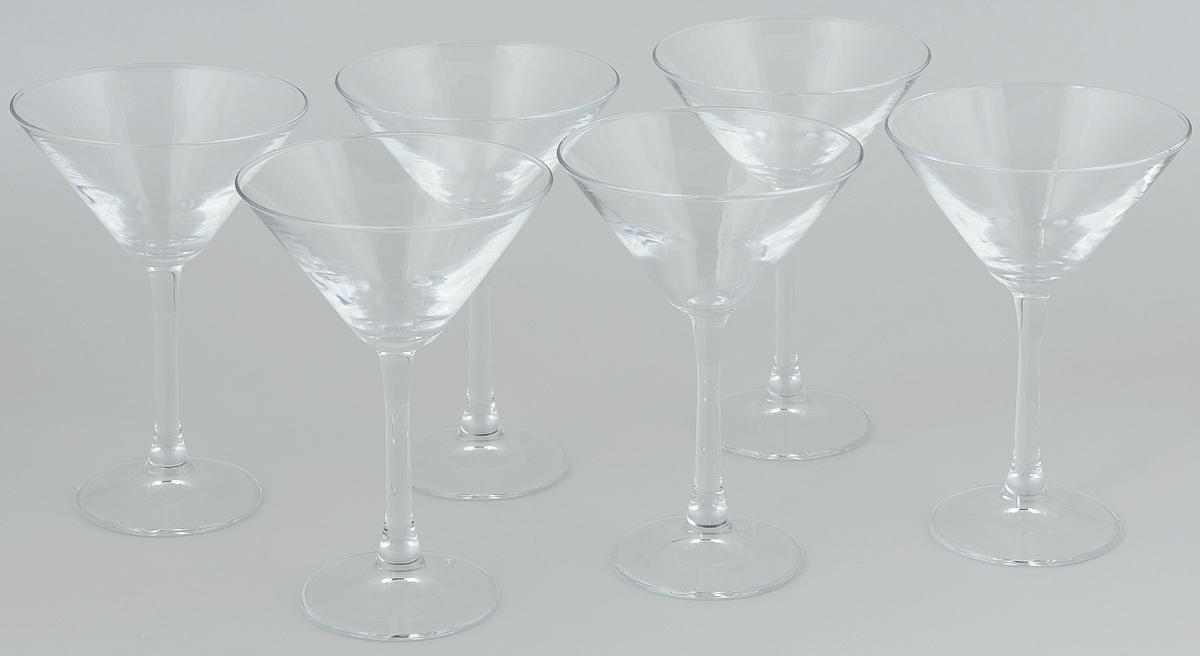 Набор бокалов для мартини Pasabahce Imperial Plus, 204 мл, 6 шт44919BНабор Pasabahce Imperial Plus состоит из шести бокалов, выполненных из прочного натрий-кальций-силикатного стекла. Изделия оснащены высокими ножками и предназначены для подачи мартини. Они сочетают в себе элегантный дизайн и функциональность. Набор бокалов Pasabahce Imperial Plus прекрасно оформит праздничный стол и создаст приятную атмосферу за романтическим ужином. Такой набор также станет хорошим подарком к любому случаю. Высота бокала: 18 см.