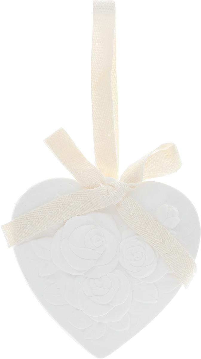 Украшение ароматизированное подвесное Феникс-презент Роза, 8 х 1,5 х 8 см43844Ароматизированное украшение Феникс-презент Роза выполнено из гипса и оснащено текстильной петелькой для подвешивания. Украшение наполнит ваш дом нежным ароматом розы на долгое время. Ароматизаторы замечательно устраняют неприятные запахи и придают дому свежесть. Кроме того, они станут замечательным подарком для родных и близких.