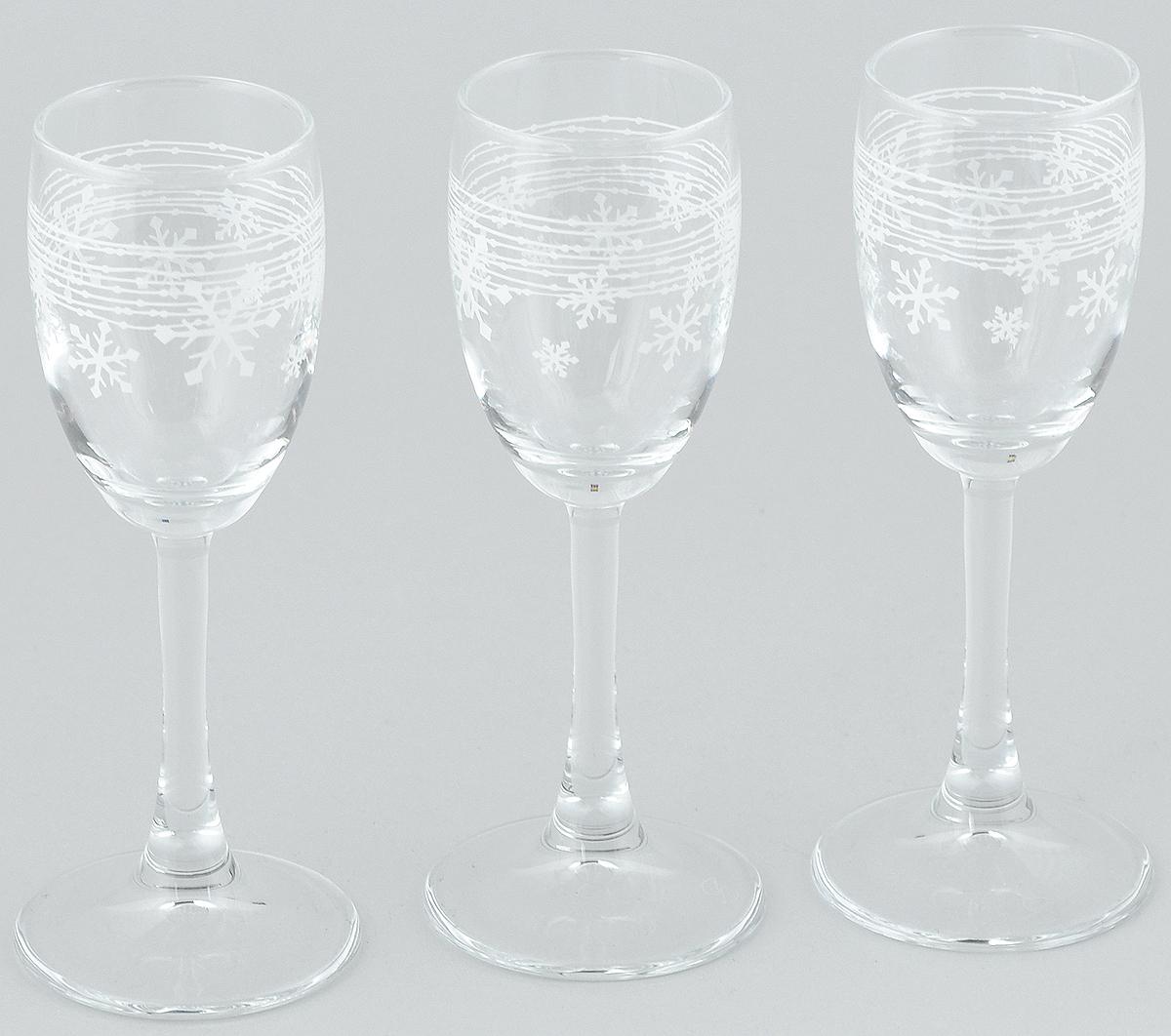 Набор рюмок Pasabahce Workshop Snowflake, 60 мл, 3 шт440043B/DНабор Pasabahce Workshop Snowflake состоит из 3 рюмок, изготовленных из прочного натрий-кальций-силикатного стекла. Изделия, предназначенные для подачи ликера и других спиртных напитков, несомненно придутся вам по душе. Рюмки сочетают в себе элегантный дизайн и функциональность. Набор рюмок Pasabahce Workshop Snowflake идеально подойдет для сервировки стола и станет отличным подарком к любому празднику. Диаметр рюмки по верхнему краю: 4 см. Высота рюмки: 14 см.