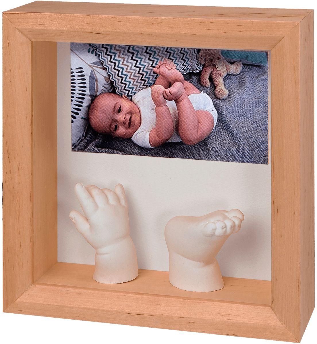 Baby Art Рамка для оттисков Классика с объемным слепком34120183Рамочка с отпечатком от компании Baby Art - это особый подход к созданию очаровательного подарка на память для этого особого периода жизни, с фотографией и обоими отпечатками ручки и ножки вашего ребенка. - Быстро и легко сделать отпечаток: не надо запекать, нет необходимости в дополнительных материалах, все уже включено в набор! - Можно делать несколько проб до сушки. - Очень быстро: создание идеального слепка всего за 2 минуты (не включая процесс сушки).