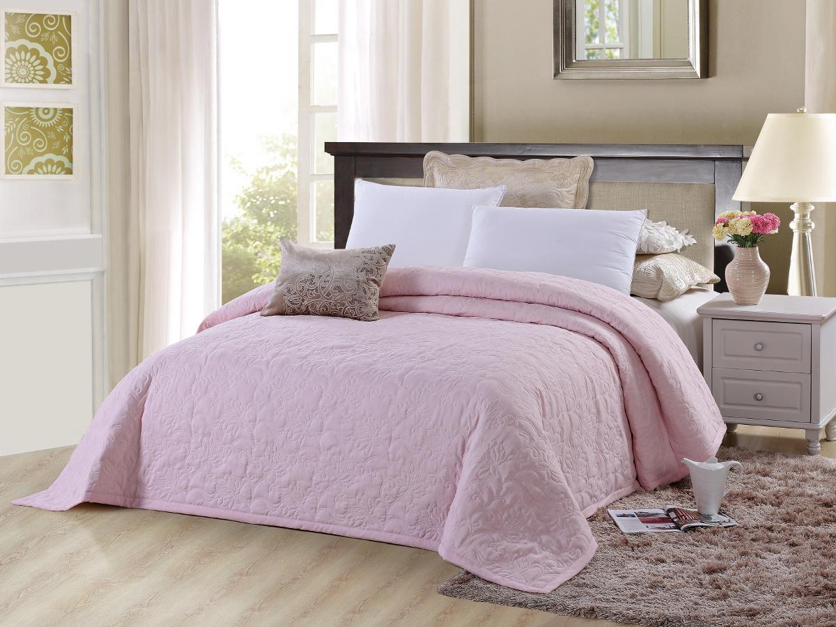 Покрывало Cleo Артис цвет: розовый, 240 х 260 см294/004(1)-ARПокрывала Cleo коллекции «АРТИС» - Творчество и Дизайн! Сложное сочетание Хлопка и Полиэстера, идеально для покрывал, неповторимая фактура, разнообразие цветовой гаммы прекрасно сочетается в любом интерьере. Благодаря сочетанию хлопка с полиэстером коллекция обладает рядом преимуществ: приятна на ощупь, прекрасно сохраняет форму и не мнется, отлично пропускает воздух, не садится при стирке, не утрачивает яркости красок. Покрывала Cleo коллекции «АРТИС» - не оставит без внимания ваших близких, вы сможете создать неповторимый интерьер САМИ, без помощи дизайнеров, с коллекцией покрывал «АРТИС» разнообразие интерьера станет игрой!