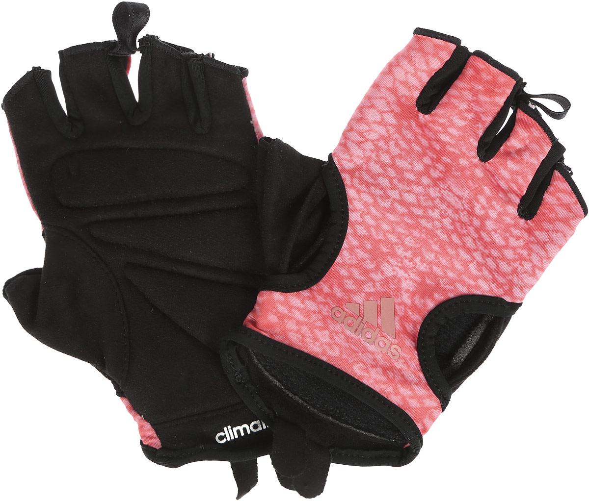Перчатки для фитнеса Adidas Clmlt Gr Glovew, цвет: черный, оранжевый, розовый. Размер M (20)S99608Тренировочные перчатки Adidas Clmlt Gr Glovew обеспечат твоим рукам дополнительную защиту и сцепление во время хвата. Модель из эластичного тканого материала (85% полиэстер, 15% эластан) оптимально отводит излишки влаги. Замшевая сторона на ладони с мягкими амортизирующими вставками. Ткань в области большого пальца поглощает влагу. Петелька между пальцами для легкого снимания. Яркая графика на тыльной стороне. Характеристики: - Ткань с технологией Сlimalite быстро и эффективно отводит влагу с поверхности кожи, поддерживая комфортный микроклимат. - Амортизирующие вставки на ладонях для дополнительной защиты и сцепления. - Замшевая внутренняя часть. - Специальная вставка в области большого пальца эффективно поглощает влагу. - Петелька между пальцами для быстрого снимания.