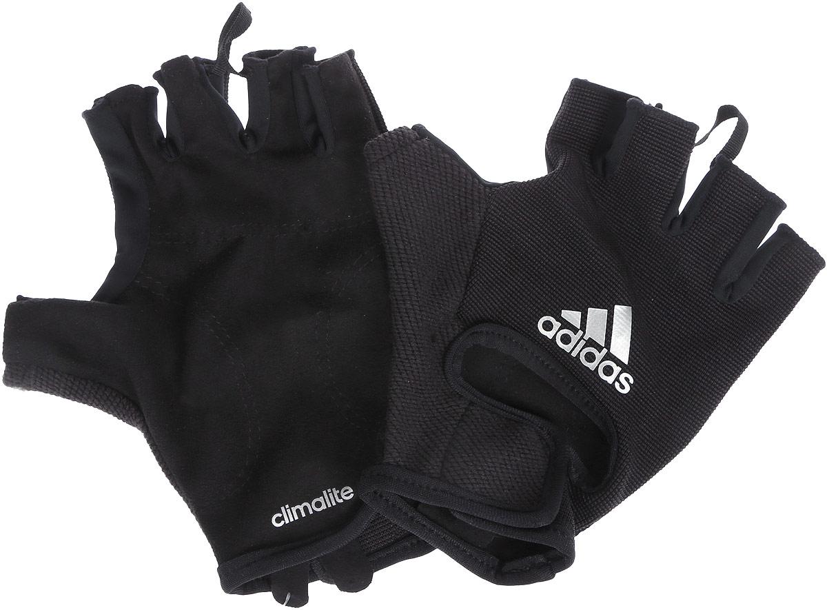 Перчатки для фитнеса adidas Clite Vers Glov, цвет: черный. S99622. Размер S (18)S99622ПЕРЧАТКИ CLIMALITE VERSATILE ОТВОДЯЩИЕ ВЛАГУ ПЕРЧАТКИ НА РЕМЕШКЕ. Эти эластичные тренировочные перчатки обеспечат твоим рукам дополнительную защиту во время хвата. Ткань с технологией climalite эффективно отводит излишки влаги, а специальная вставка в области большого пальца — поглощает. Мягкая замшевая часть на ладони. Удобный ремешок на липучке для плотной посадки на запястье. Функциональная петелька между пальцами для легкого снимания. Ткань с технологией climalite быстро и эффективно отводит влагу с поверхности кожи, поддерживая комфортный микроклимат Замшевая внутренняя часть Специальная вставка в области большого пальца эффективно поглощает влагу Петелька между пальцами для быстрого снимания Регулируемая застежка на липучке 92% полиэстер / 8% эластан (сетка)