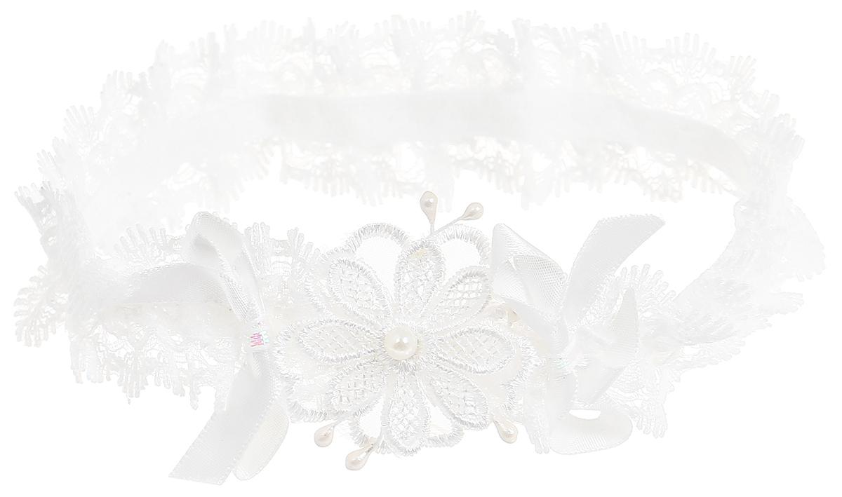Babys Joy Повязка для волос Цветочек цвет белый K 14K 14_белый, цветокПовязка для волос Babys Joy выполнена из кружевной ленты. Декорирована кружевным элементом в виде цветочка с бусинкой в центре и атласными бантиками. Повязка позволит убрать непослушные волосы с лица и придаст образу немного романтичности и очарования. Такая повязка подчеркнет уникальность вашей маленькой модницы и станет прекрасным дополнением к ее неповторимому стилю.