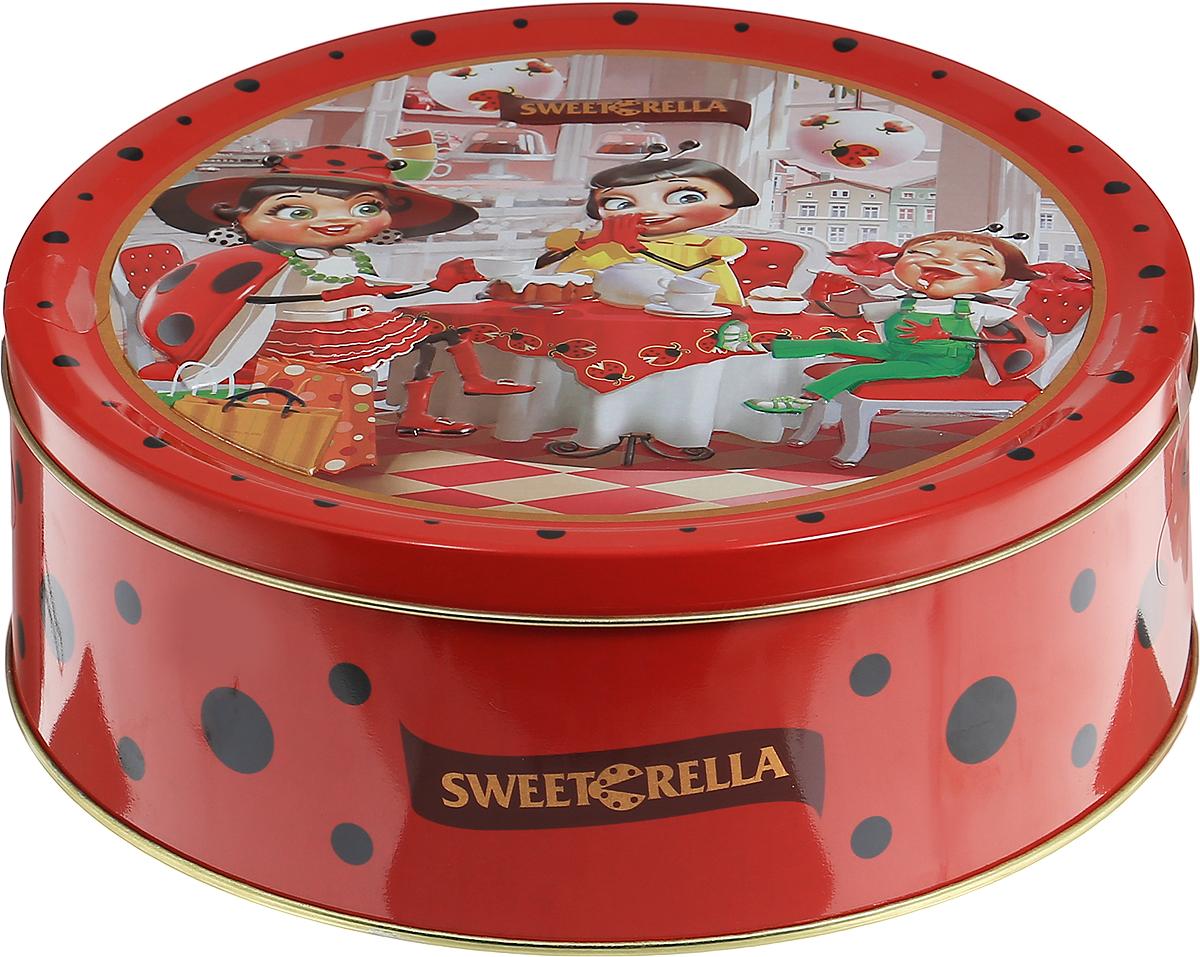 Sweeterella набор сдобного печенья ассорти, 710 гибб012Ассорти превосходного сдобного печенья, изготовленного по традиционным старинным рецептам. Печенье упаковано в удобную круглую жестяную банку. Ассорти из 6 видов превосходного сдобного печенья: - печенье с кусочками шоколада; - печенье с ароматом яблока и корицей; - печенье с хлопьями миндаля; - печенье кокосовое; - печенье с яблоком и изюмом; - печенье с кусочками шоколада и цедрой апельсина. Уважаемые клиенты! Обращаем ваше внимание, что полный перечень состава продукта представлен на дополнительном изображении.
