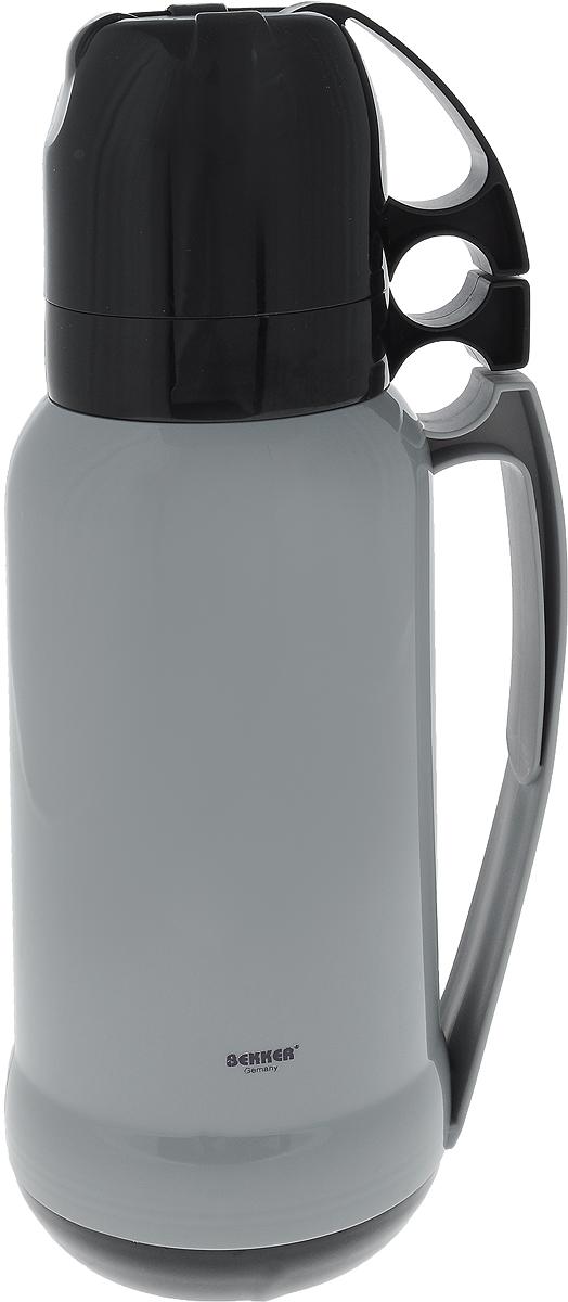 Термос Bekker Koch, с кружками, цвет: серый, черный, 1,8 лBK-4331_серый, черныйТермос Bekker Koch, изготовленный из высококачественного цветного пластика, является простым в использовании, экономичным и многофункциональным. Термос предназначен для хранения горячих и холодных напитков (чая, кофе) и укомплектован откручивающейся крышкой без кнопки. Такая крышка надежна, проста в использовании и позволяет дольше сохранять тепло благодаря дополнительной теплоизоляции. Изделие оснащено стеклянной колбой и двумя кружками. Легкий и прочный термос Bekker Koch сохранит ваши напитки горячими или холодными надолго. Высота (с учетом крышки): 38 см. Диаметр горлышка: 6,5 см. Диаметр чашки (по верхнему краю): 9,5 см. Высота чаши: 8 см.