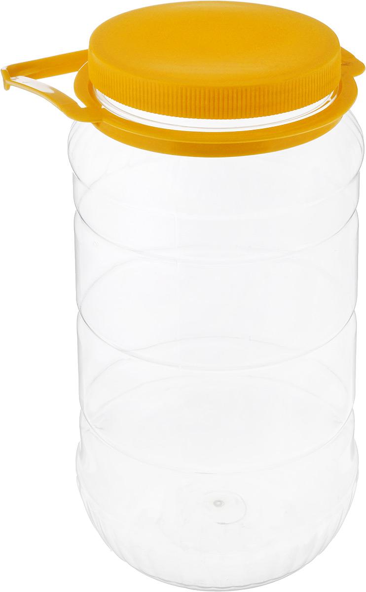 Банка Альтернатива, со съемной ручкой, цвет: прозрачный, желтый, 3 лМ493_желтыйБанка Альтернатива выполнена из полиэтилентерефталата и предназначена для хранения и переноски разных жидкостей: молока, воды и прочего. Банка оснащена съемной ручкой для удобной переноски. Высота банки (без учета крышки): 25 см. Диаметр по верхнему краю: 10,5 см.