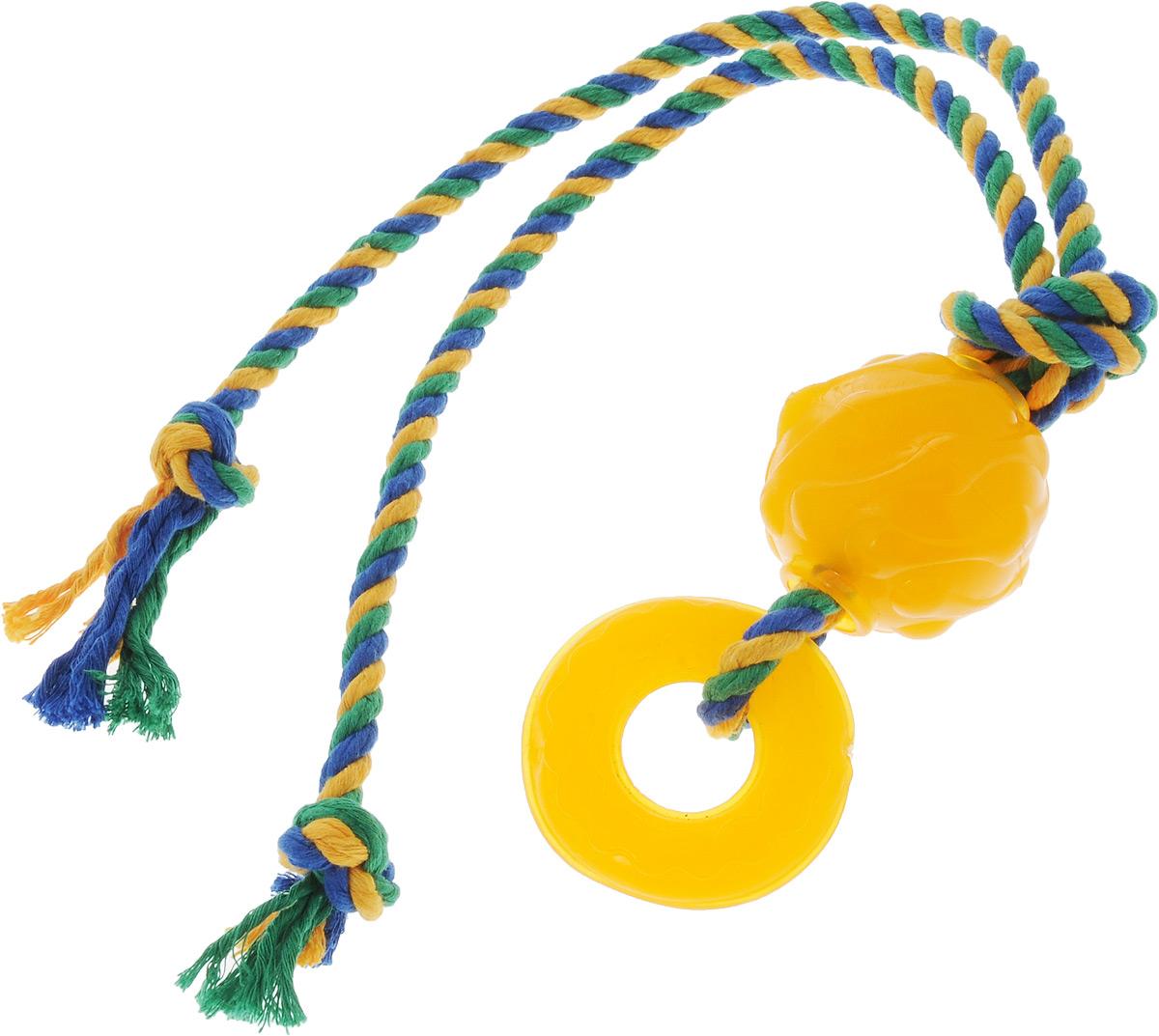 Игрушка для собак Doglike Комета, с канатом, длина 60 смD12-1115Игрушка Doglike Комета служит для массажа десен и очистки зубов от налета и камня, а также снимает нервное напряжение. Игрушка выполнена из резины в виде кольца и шара с нанизанным текстильным канатом. Она прочная и может выдержать огромное количество часов игры. Это идеальная замена косточке. Если ваш пес портит мебель, излишне агрессивен, непослушен или страдает излишним весом то, скорее всего, корень всех бед кроется в недостаточной физической и эмоциональной нагрузке. Порадуйте своего питомца прекрасным и качественным подарком. Размер резиновых игрушек: 7 х 7 х 2 см; 6 х 6 х 6 см. Длина игрушки: 60 см.