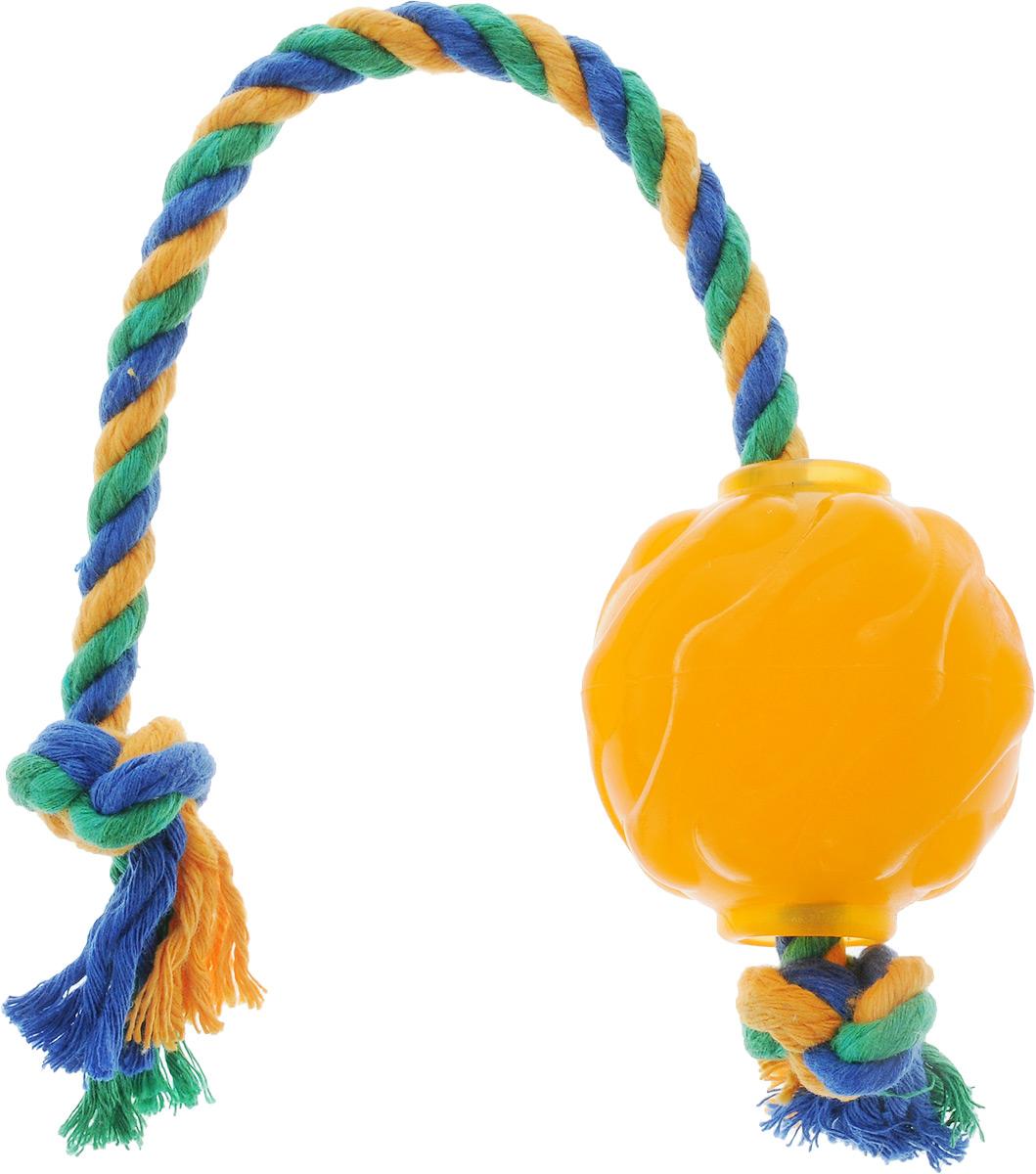 Игрушка для собак Doglike Мяч Космос, с канатом, длина 37 смD12-1100Игрушка Doglike Мяч Космос служит для массажа десен и очистки зубов от налета и камня, а также снимает нервное напряжение. Игрушка представляет собой резиновый мяч с текстильным канатом. Она прочная и может выдержать огромное количество часов игры. Это идеальная замена косточке. Если ваш пес портит мебель, излишне агрессивен, непослушен или страдает излишним весом то, скорее всего, корень всех бед кроется в недостаточной физической и эмоциональной нагрузке. Порадуйте своего питомца прекрасным и качественным подарком. Размер игрушки: 6 х 6 х 6,3 см. Длина игрушки (с канатом): 37 см. Уважаемые клиенты! Обращаем ваше внимание на цветовой ассортимент товара. Поставка осуществляется в зависимости от наличия на складе.