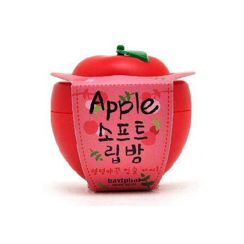 Baviphat Бальзам для губ яблоко Apple Soft Lip Balm, 6 грБХ26Увлажняющий, смягчающий и питающий кожу бальзам для губ Apple Soft Lip Balm. Бальзам содержит масло ши, эффективно питающее, увлажняющее губы и придающее им мягкость, витамины А, С и Е, восстанавливающие сухую, потрескавшуюся кожу губ и способствующие скорейшему заживлению. В состав бальзама также входит яблочный экстракт, стимулирующий процессы регенерации, питающий губы, восстанавливающий эластичность кожи и предотвращающий появление трещинок. Бальзам с ароматом сочного яблока придает губам гладкий, привлекательный вид и влажный блеск.