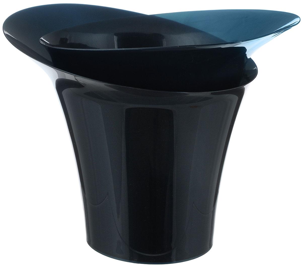 Горшок для цветов Техоснастка Модерн, цвет: темно-синий, 2,5 лПИ-27-3ТХГоршок для цветов Техоснастка Модерн состоит из двух частей, которые изготовлены из пищевого полипропилена высочайшей очистки. Внутренняя часть горшка имеет дренажные и вентиляционные отверстия. Поворачивая части горшка относительно друг друга можно менять внешний вид конструкции. Горшок для цветов Техоснастка Модерн - это оригинальный ассиметричный горшок, который позволяет осуществлять полив растения путем погружения, не используя дополнительные емкости. Летящие формы горшка Техоснастка Модерн внесут современную ноту в ваш интерьер. Размер внутренней части горшка: 26 х 23 х 23 см. Размер внешней части горшка: 26 х 23 х 21 см.