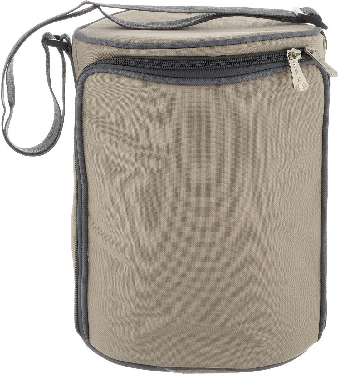 Термосумка Tescoma Freshbox, с 3 контейнерами, цвет: бежевый, 20 х 20 х 27 см892223.40Термосумка Tescoma Freshbox отлично подходит для хранения охлажденных фруктов, салатов, соусов, десертов и многого другого. В жаркий день блюда остаются холодными, при переноске не вытекают. Сумка, выполненная из полиэстера, имеет эффективную теплоизоляционную подкладку с алюминиевой фольгой. Изделие закрывается на молнию, снабжено ремнем, который регулируется. В комплекте с термосумкой поставляются 3 пищевых контейнера, выполненных из пластика. Крышка с силиконовой прослойкой и защелками с пяти сторон полностью герметична. Такие контейнера водонепроницаемы, отлично подходят даже для переноски жидких блюд. Не впитывают запахов и не окрашиваются в цвет пищи, материал изделия приятен на ощупь. Термосумка подходит для ручной стирки. Контейнеры можно использовать для разогревания пищи в микроволновой печи, а также для замораживания продуктов. Легко моется в посудомоечной машине. Объем контейнера: 1,5 л. Диаметр...