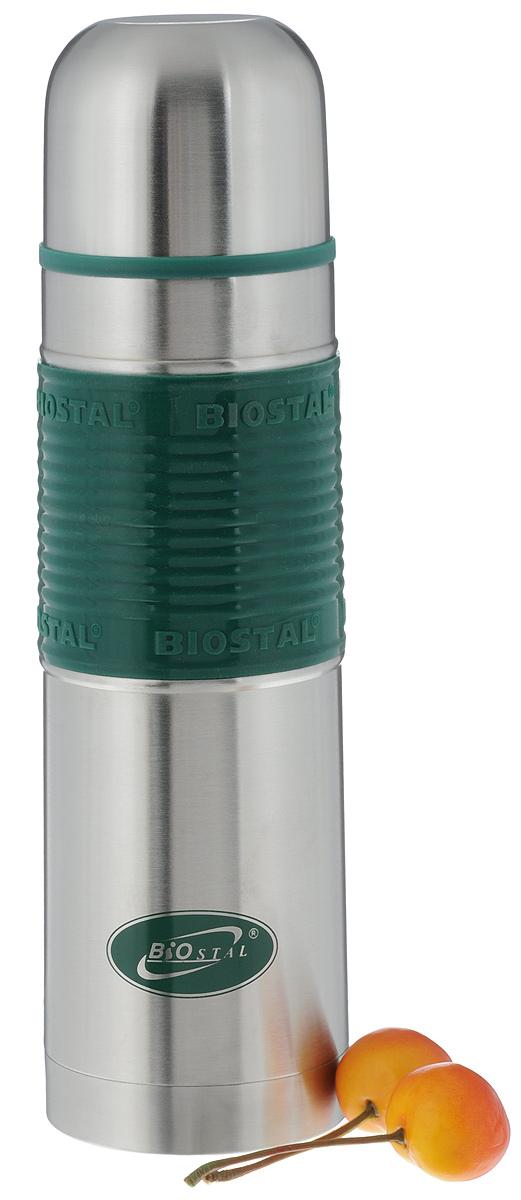 Термос Biostal Flёr, цвет: стальной, зеленый, 500 млNB-500 P-GТермос с узким горлом Biostal Flёr, изготовленный из высококачественной нержавеющей стали 18/8 с силиконовой вставкой для удобства использовнаия. Такой термос прост в использовании, экономичен и многофункционален. Термос предназначен для хранения горячих и холодных напитков (чая, кофе) и укомплектован пробкой с кнопкой. Такая пробка удобна в использовании и позволяет, не отвинчивая ее, наливать напитки после простого нажатия. Изделие также оснащено крышкой- чашкой. Легкий и прочный термос Biostal Flёr сохранит ваши напитки горячими или холодными надолго. Высота термоса (с учетом крышки): 24 см. Диаметр горлышка: 4,5 см.