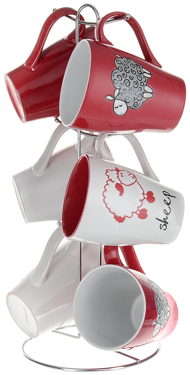 Набор кружек Loraine, на подставке, 7 предметов. 2465624656Набор Loraine состоит из 6 кружек и подставки. Кружки изготовлены из глазурованной керамики и украшены рисунком в виде барашков. Теплостойкие ручки обеспечивают комфортное использование. Кружки подходят для горячих и холодных напитков. Изящный дизайн придется по вкусу и ценителям классики, и тем, кто предпочитает современный стиль. Он настроит на позитивный лад и подарит хорошее настроение с самого утра. В комплекте - металлическая подставка с крючками для подвешивания кружек. Набор кружек - идеальный и необходимый подарок для вашего дома и для ваших друзей на праздники, юбилеи и торжества. Кружки подходят для мытья в посудомоечной машине, можно использовать в СВЧ и ставить в холодильник. Объем кружек: 390 мл. Диаметр кружки (по верхнему краю): 8,5 см. Высота кружки: 11 см. Размер подставки: 15,5 х 15,5 х 37 см.