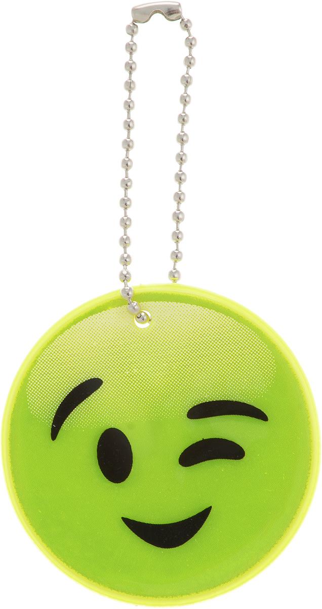 Светоотражатель пешеходный Rexxon, цвет: зеленый, диаметр 5,3 см1-31-1-1-0Пешеходный светоотражатель Rexxon выполнен из световозвращающего материала и пластика. Во избежание аварийных ситуаций на дороге, необходимо крепить светоотражатели с обеих сторон на одежду таким образом, чтобы они находились на уровне бедра, в таком положении они более заметны в свете фар автомобиля. В комплект со светоотражателем входит специальное крепление - шариковая цепочка. В темное время суток движущийся пешеход становится виден в свете автомобильных фар только на расстоянии 30 метров - у водителя остается всего лишь 1,3 секунды на то, чтобы среагировать. Пешеход же со светоотражателем заметен уже на расстоянии 300 метров, и у водителя есть целых 7 секунд, чтобы объехать его и избежать ДТП. Специалисты считают, что в темноте риск для пешехода стать жертвой ДТП или спровоцировать аварию возрастает в два раза, притом у пешехода без светоотражателя он почти в десять раз выше, чем у того, кто использует это полезное изобретение. Размеры светоотражателя: 5,3 х...