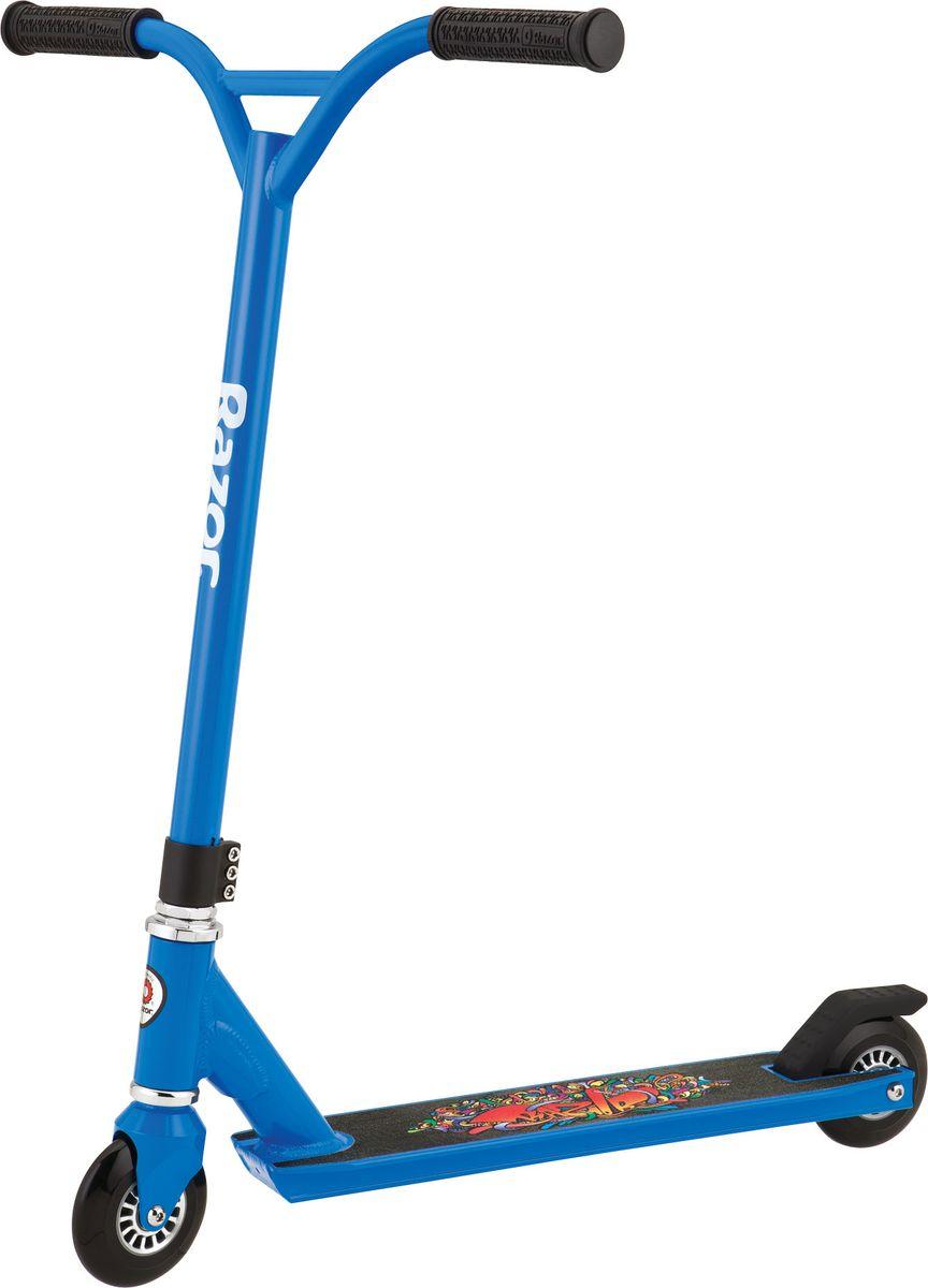 """Самокат трюковой Razor Beast, цвет: синий092503Beast (англ. зверь) - новый экстремальный самокат от Razor, выпущенный в 2013 году на замену легенде самокатинга Ultra Pro. Razor Beast объединяет в себе агрессию во внешнем виде, руль в стиле BMX и полную готовность к новым трюкам. Чертовски мощный набор из стальной рамы, Y-бара, качественных колес и угарного дизайна - Razor выпустил достойную замену Ultra Pro, при этом так доступно! Этот самокат подойдет как для новичков, желающих освоить больше экстремальных трюков, так и для опытных райдеров, ищущих базу для супер-кастома. От 6 лет Вес самоката 3,38 кг. Максимальная нагрузка 100 кг. Дека из авиационного алюминия, не складывается. Длина деки 485 мм.; ширина 100 мм. Руль из CrMo; Ширина руля 46 см., высота 54 см. Стальная вилка CNC"""" Уретановые колеса 100 мм. Подшипники RZR 20 Тройной хомут Мягкие грипсы Гарантия 6 месяцев!"""