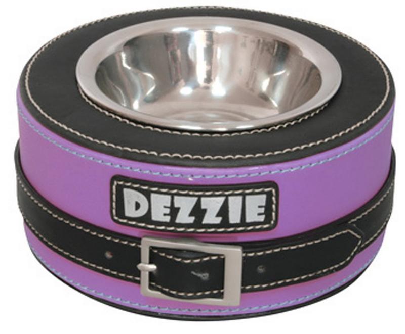 Миска для собак Dezzie Круг, цвет: сиреневый, 200 мл5616050Стильная миска со специальным чехлом-подставкой будет радовать глаз в любом интерьере. Чехол из искусственного нубука, помимо шикарного стильного вида, обладает высокой стойкостью к свету и к механическим повреждениям, легко чистится влажной тряпкой. Еще одним незаменимым свойством этого материала являются антибактериальная защита изделия. С приобретением такой миски для животного можно быть спокойным за безопасность и эстетичность любимой посуды. УВАЖАЕМЫЕ КЛИЕНТЫ! Обращаем ваше внимание на цветовой ассортимент товара. Поставка осуществляется в зависимости от наличия на складе.