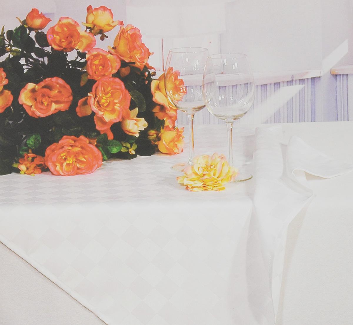 Скатерть Schaefer, прямоугольная, цвет: белый, 160 x 220 см. 4169/FB.014169/FB.01 Скатерть, 160*220 смПрямоугольная скатерть Schaefer, выполненная из полиэстера с оригинальным рисунком, станет изысканным украшением кухонного стола. За текстилем из полиэстера очень легко ухаживать: он не мнется, не садится и быстро сохнет, легко стирается, более долговечен, чем текстиль из натуральных волокон. Использование такой скатерти сделает застолье торжественным, поднимет настроение гостей и приятно удивит их вашим изысканным вкусом. Также вы можете использовать эту скатерть для повседневной трапезы, превратив каждый прием пищи в волшебный праздник и веселье. Это текстильное изделие станет изысканным украшением вашего дома!