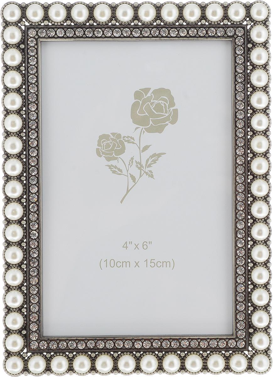 Фоторамка Platinum Жемчуг, цвет: темно-серый металлик, 10 х 15 см. PF10813BPLATINUM PF10813BДекоративная фоторамка Platinum Жемчуг, выполненная из металла, оформлена искусственным жемчугом и стразами. Изделие имеет прямоугольную форму. Рамка позволит сохранить на память изображения дорогих вам людей и интересных событий вашей жизни. Фоторамка имеет ножку для размещения на столе. С таким украшением вы сможете не просто внести в интерьер своего дома элемент необычности, но и создать атмосферу уюта и тепла.