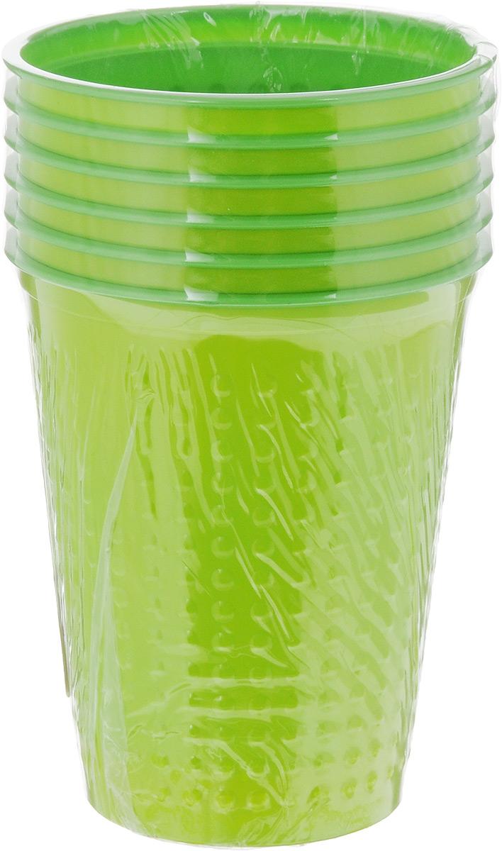 Набор одноразовых стаканов Buffet Biсolor. Карибский лайм, 200 мл, 6 шт181101Набор Buffet Biсolor состоит из 6 стаканов, выполненных из полистирола и предназначенных для одноразового использования. Одноразовые стаканы будут незаменимы при поездках на природу, пикниках и других мероприятиях. Они не займут много места, легки и самое главное - после использования их не надо мыть. Диаметр стакана (по верхнему краю): 7 см. Высота стакана: 8 см. Объем: 200 мл.