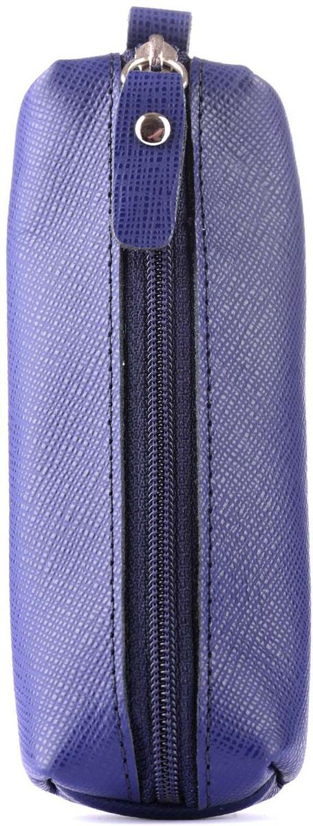 Ключница Esse Нина Jeans, цвет: синий. GNIN00-00ML00-FG808O-K100GNIN00-00ML00-FG808O-K100Компактная ключница Esse Нина Jeans популярной формы. Выполнены из натуральной кожи и тканевой подкладки. Внутри - полукольцо на хлястике для крепления связки ключей. Закрывается на молнию.